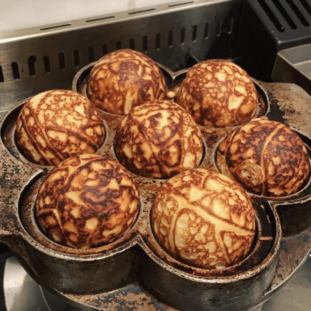 Aamanns er kendt for smørrebrød og andre retter. Køb og bestil mad med: Æbleskiver