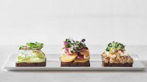 Hos Aamanns er vi kendt for vores smørrebrød. Opdag vores version af Aamanns deli 21.01.21 menu opdatering1608 copy