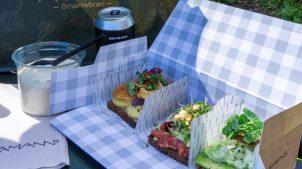 Smørrebrød takeaway med kartoffel, tatar og avokado