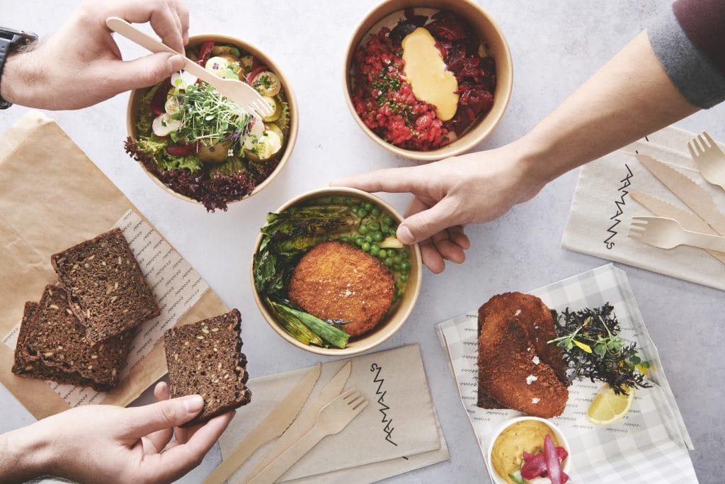 Smørrebrød med tatar og fiskefilet til frokost